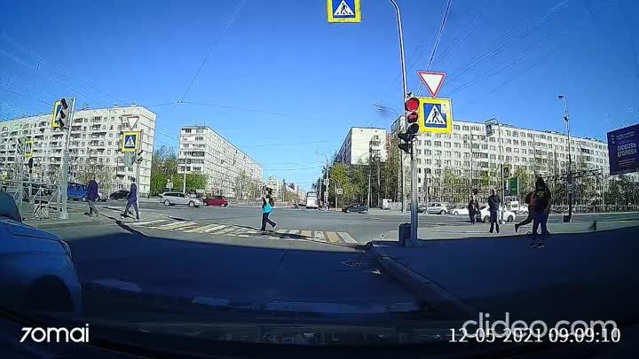 Утреннее ДТП на перекрестке Купчинской и Дунайского. А вот предположение озвученное в видео - не оп...