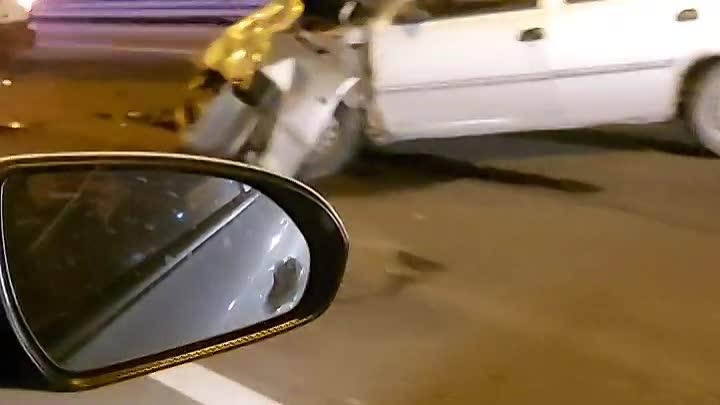Ночное ДТП на внутренней стороне КАД перед съездом на Косыгина. Вроде все живы.