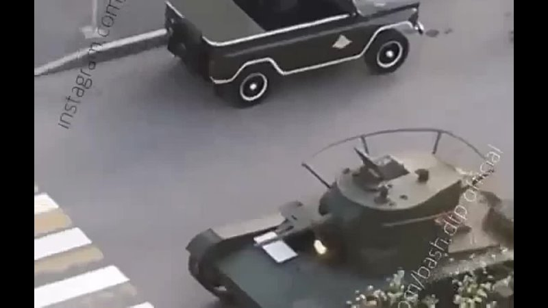 репетиция парада. загорелся танк