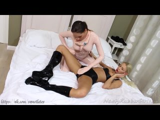 RT two latex lesbies plays