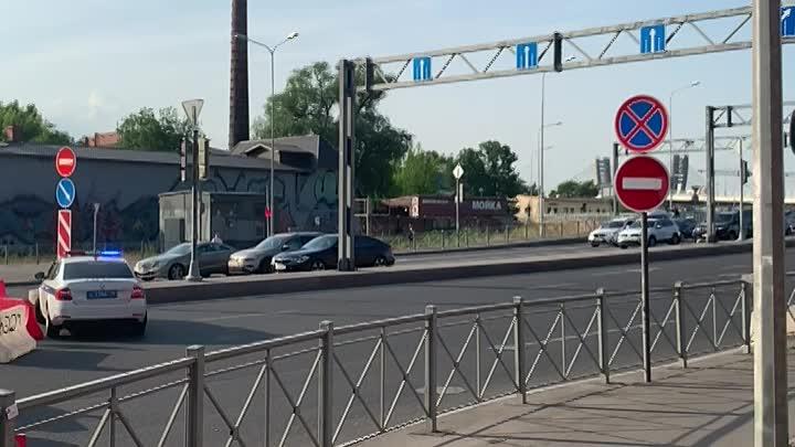 Закрыли заезд с Уральской на мост Бетанкура.