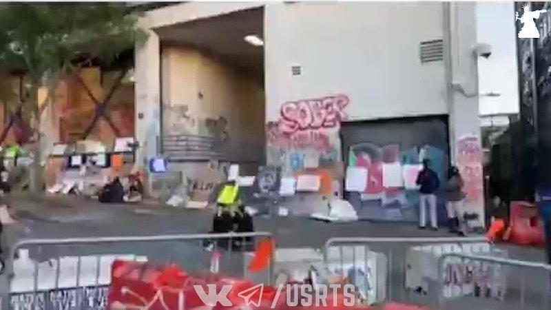 Усиливают баррикады вокруг оккупированного отделения полиции в Сиэтле Автономная Зона CHOP CHAZ 23 06 2020