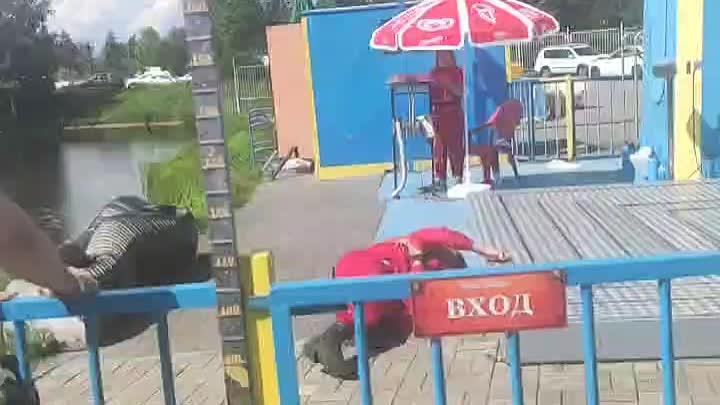 ЧП на диво острове. Сотрудник бустера не соблюдал технику безопасности и пошел под крутящийся аттра...
