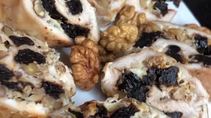 Куриный рулет (ингредиенты в описании видео)