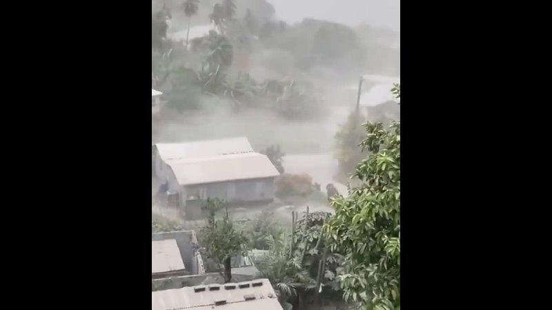 Вулкан Суфриер засыпает пеплом остров Сент Винсент Сент Винсент и Гренадины 9 04 2021