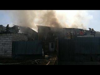 В Семее тушат крупный пожар в магазине