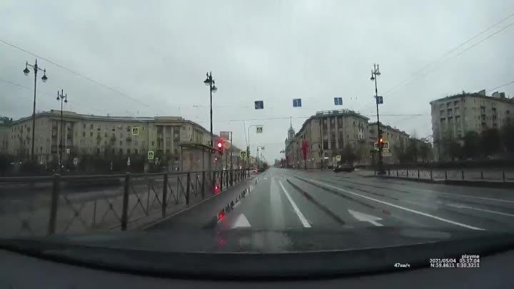 Около 6 утра ДТП на пересечении Московского пр. и Фрунзе. Вдруг нужно видео.