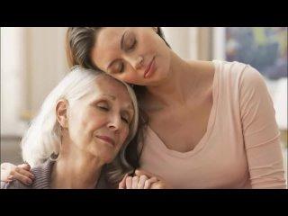 Весь салон смеялся, когда бабушка показала фото желаемой стрижки. Но когда она вернулась, всем было не до смеха...