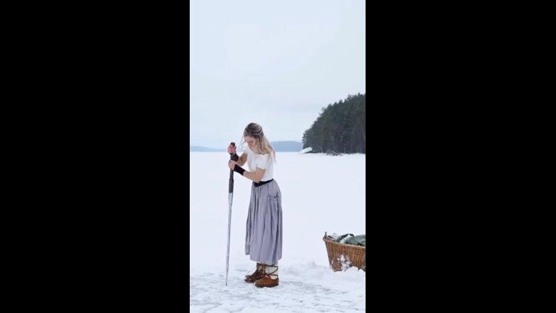 Вот так стирают бельё женщины в Швеции mp4