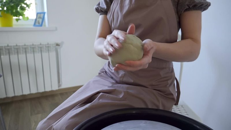 Занятия на гончарном круге и лепка из глины