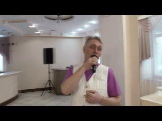 ведущий Александр Сидоров и DJ Кристина