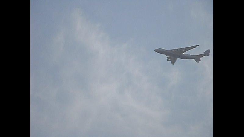 Посадка самолета Мрия двухэтажного самолета в Донецкий аэропорт