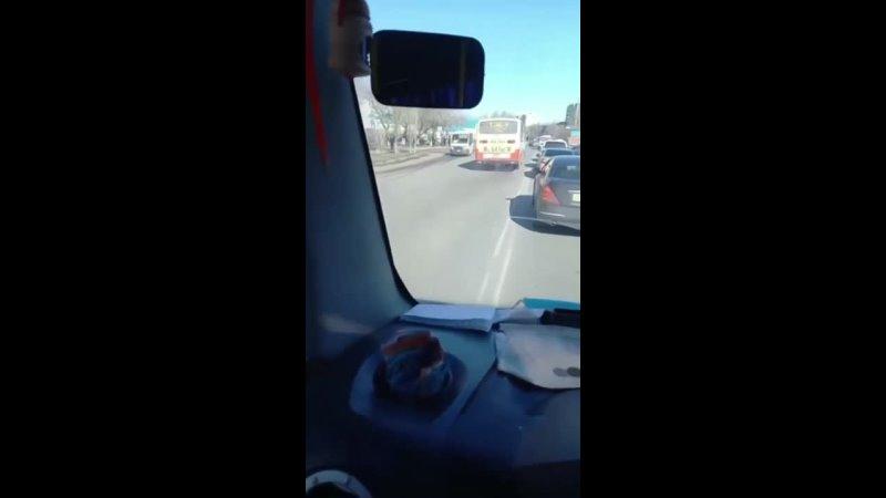 Автобус выехал на встречную полосу движения в Уральске