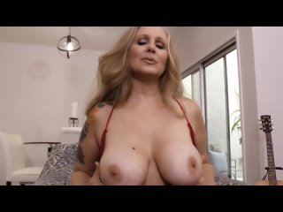 Julia Ann mom play with tits