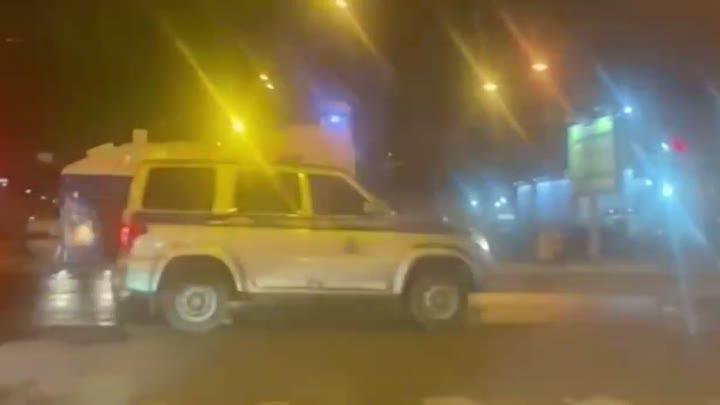 Вчера вечером в Петербурге на Савушкина заметили колонну водометов с надписью ОМОН движущуюся в стор...