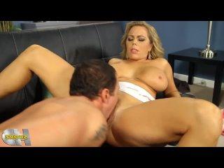 ПОРНО -- ЕЙ 42 -- СИСЬКАТАЯ МАТЮРКА ВЕДЕТСЯ НА МУЖИКА -- milf porn sex -- Amber Lynn Bach