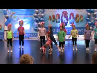 Выступление гимнасток из детского сада Аленький цветочек на Гимнастраде