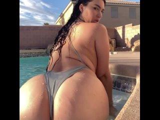 Огромная задница в бассейне | Big ass in pool , BBW cute , think chubby so hot