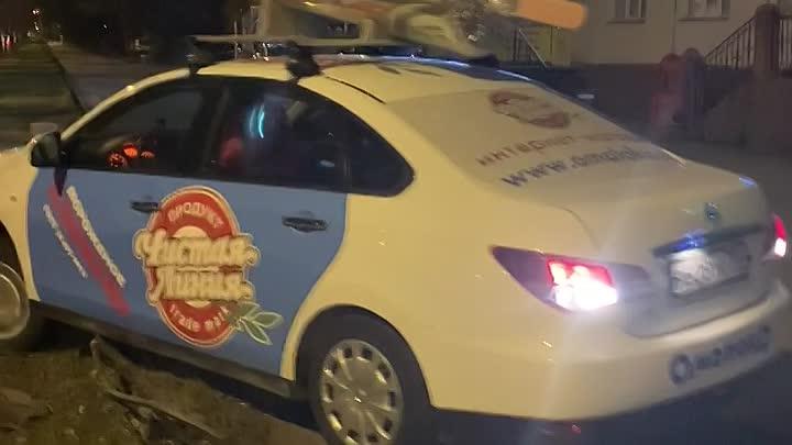 Человек с признаками САО за рулём служебной машины сломал оградку