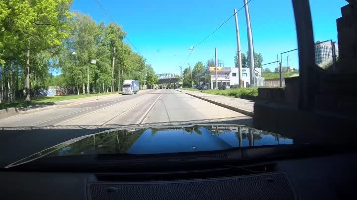 Две легковушки столкнулись на пересечении Лесного и 1-го Муринского проспектов.