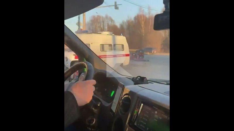 Сегодня 10 апреля в Рязани произошло ДТП с участием такси и скорой Авария случилась в районе пересечения Ряжского шоссе и Южн