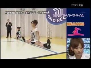 Бег на шпагате в одном японском телешоу