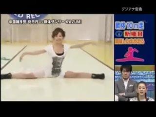 Бег на шпагате в одном японском телешоу.  Источник