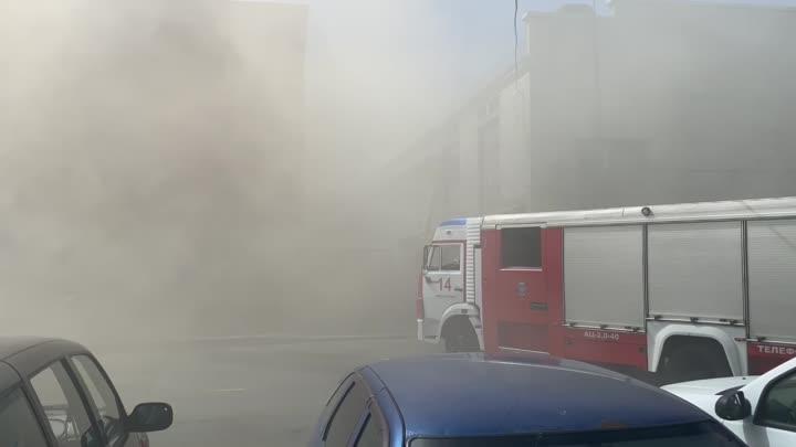 17 июня в 11:06 поступило сообщение о пожаре по адресу: Цветочная улица, дом 18. В двухэтажном прои...