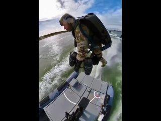 Нидерландские морские силы специальных операций тренировка реактивного скафандра для сценариев первого реагирования и самоудален