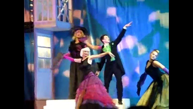 Спектакль Примадонны тот самый танец с веерами