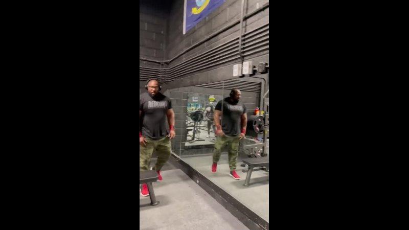 Джонни Харрис жмет 295 кг на 2 раза без экипы в к до 140 кг