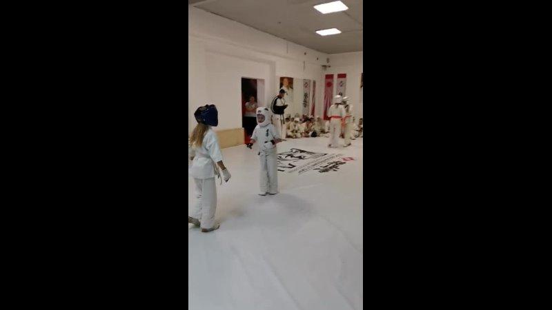 Учебно тренировочные сборы по карате День второй Мира в спаринге