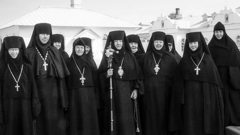 Поют архидиакон Роман Тамберг и Алексий Грачев