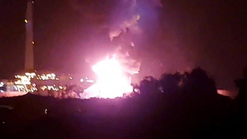 в Ашкелоне сгорело и уничтожено крупное топливохранилище после очередных попаданий полу кустарных палестинских ракет