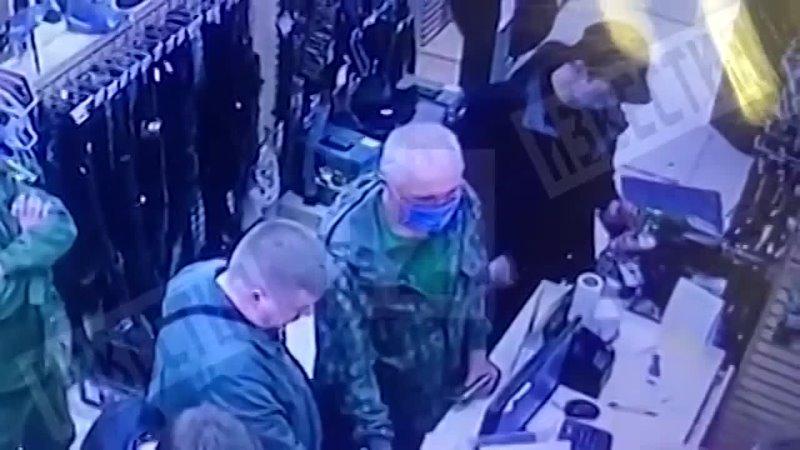 Опубликованы кадры какИльназ Галявиев 16 апреля покупает оружие в магазине в Йошкар Оле