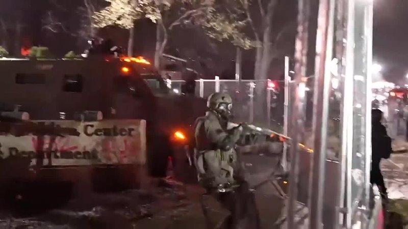 Guerre civile aux USA! Brooklyn, Minnesota larmée tirent sur les réfractaires puis embarqué à destination des camps de FEMA