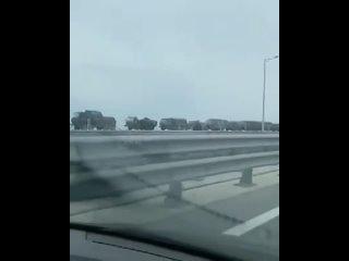 Колонна военной техники на Крымском мосту