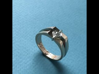 Мужское именное кольцо из белого золота 585 пробы с бриллиантом и гравировкой