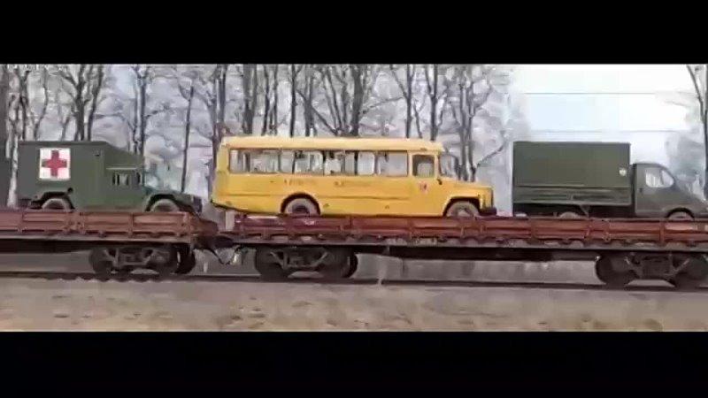 Боевики везут в Донбасс вместе с военной техникой гражданские автобусы