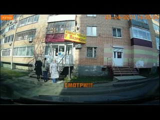 В Ижевске часть балкона обрушилась на головы двух женщин