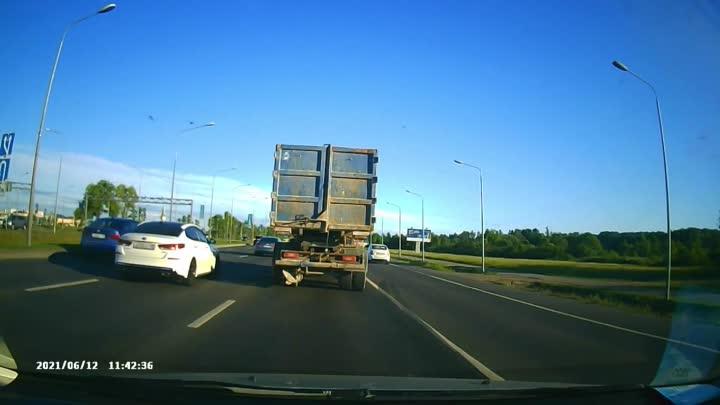 Вчерашний случай на Пулковском шоссе время 19:50 на регистраторе время и дата не верны, двигаясь по ...