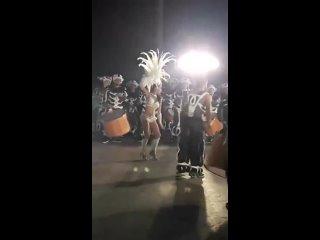 Собака тоже в теме карнавала cj,frf nj;t d ntvt rfhyfdfkf