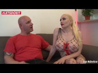 Busty French Amateur gets banged in her first porn трахнул силиконовую зрелку
