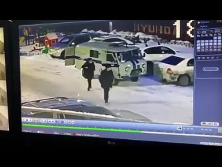 В Якутске кто-то тырил по ночам велосипеды из подъезда. Жильцы посмотрели камеры, оказалось - менты.