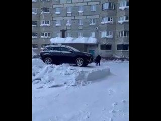 Когда проигнорировал просьбу убрать автомобиль для уборки снега!