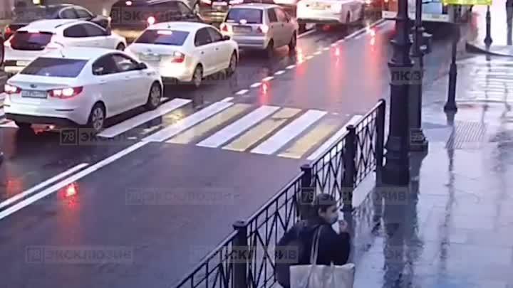 Мужчина на Большом проспекте без причины всадил нож в живот 15-летней девочке. К счастью ранение ока...