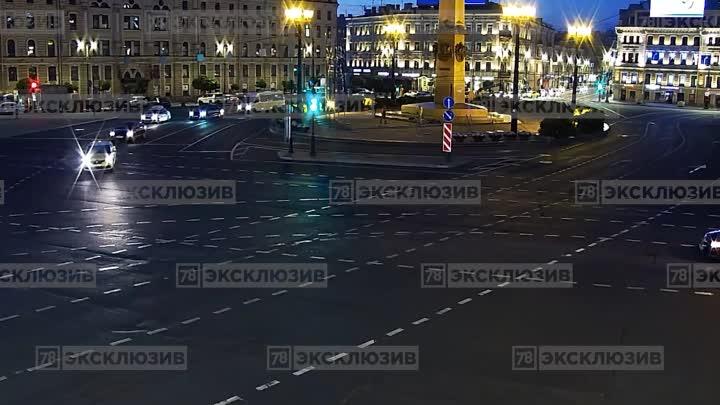 Две легковушки столкнулись ночью на площади Восстания.