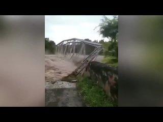 Наводнение в Индонезии.
