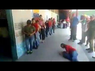 Начальная военная самодеятельность чависток в Венесуэле :