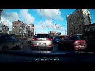 Красная 10 ка не пользуется поворотниками !! На 2 й минуте видео и далее.